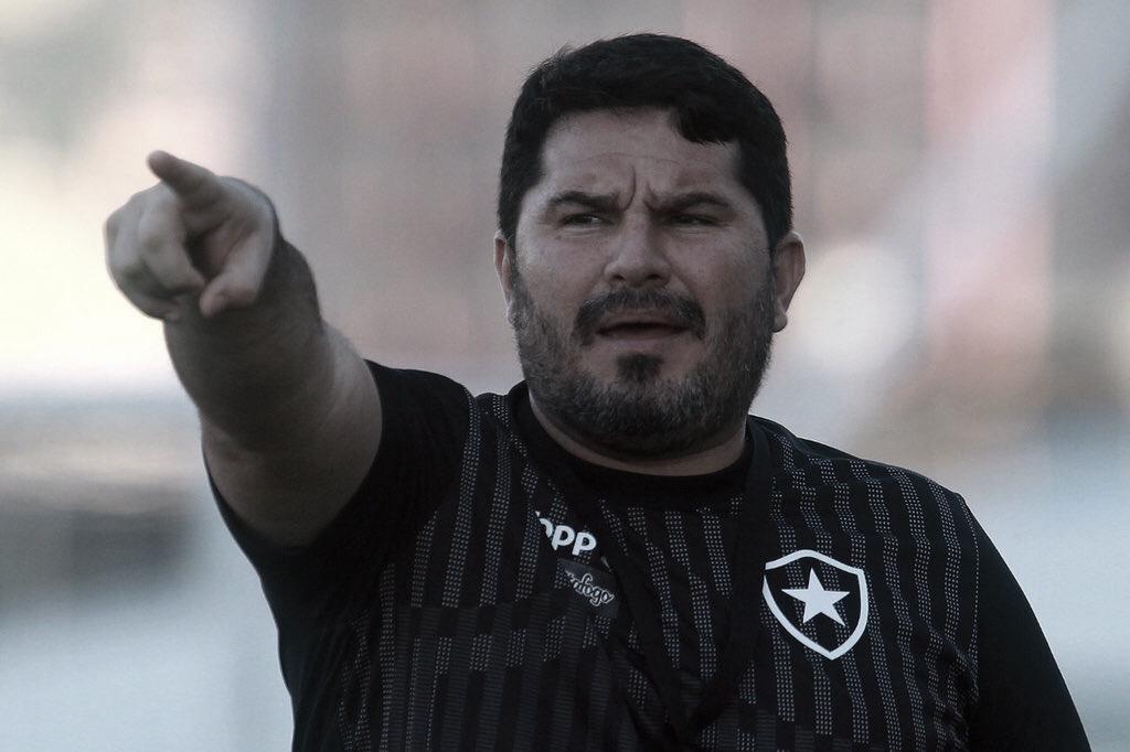 """Barroca elogia atuação defensiva do Botafogo diante do Cruzeiro: """"Partida muito linear"""""""