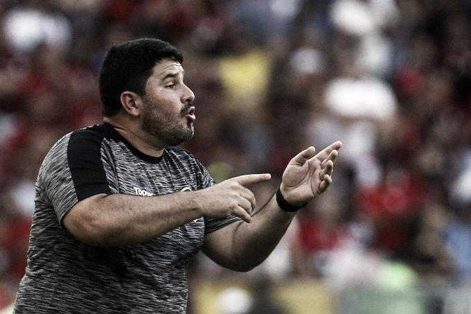Apesar da derrota, Barroca elogia postura do Botafogo e lamenta erros da arbitragem no clássico