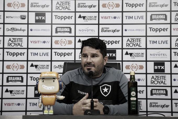"""Barroca enaltece chances criadas pelo Botafogo, mas lamenta empate: """"Não nos agrada"""""""