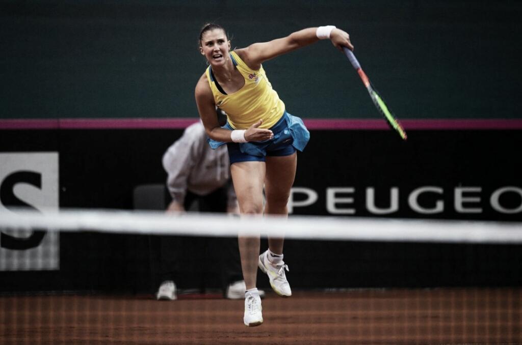 Bia Haddad dá trabalho, mas perde para Cibulkova e Brasil cai para Eslováquia na Fed Cup