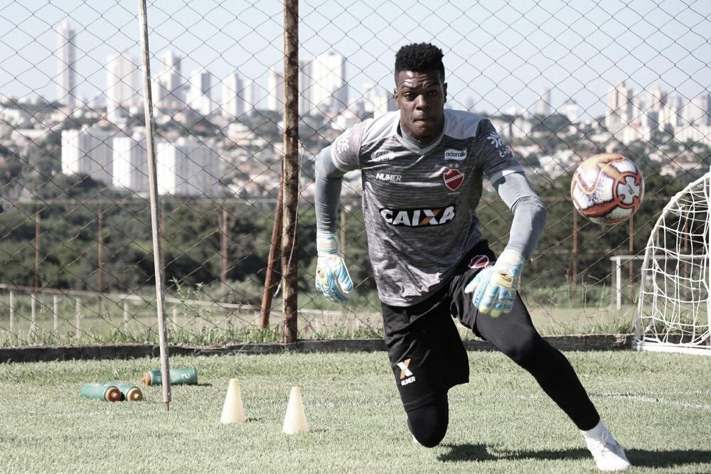 Pouco aproveitado, Saulo encerra empréstimo com o Vila Nova e retorna ao Botafogo