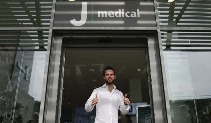 Juventus, Pjanic sbarca a Torino: per domani fissate le visite mediche