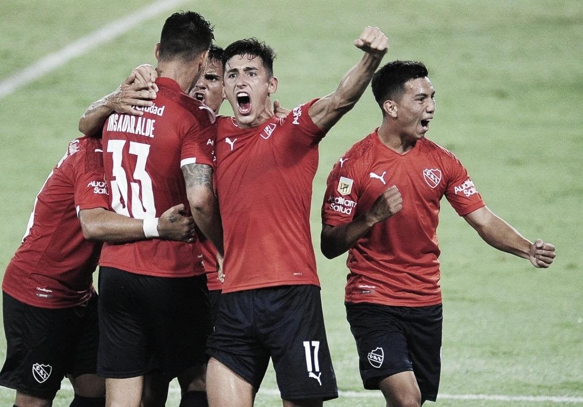 Independiente derrotó a Gimnasia y sigue prendido