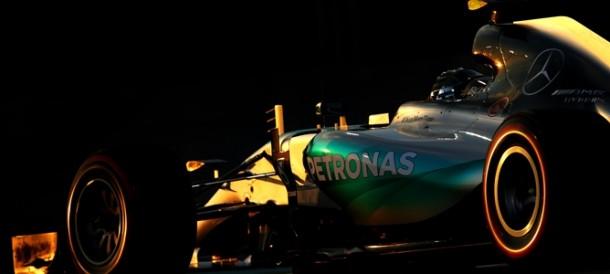 Rosberg se hace con la última pole de la temporada