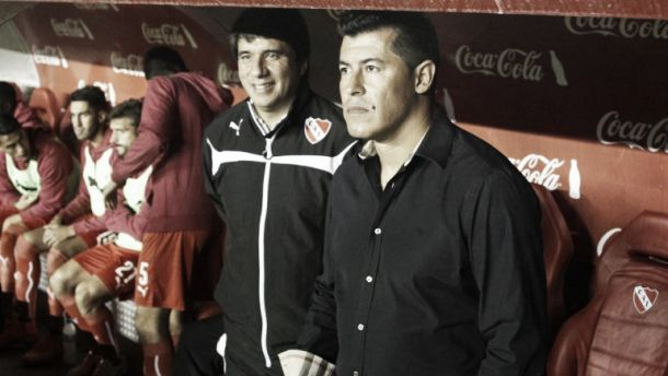 """Almirón: """"Los rivales vienen a hacer tiempo"""""""