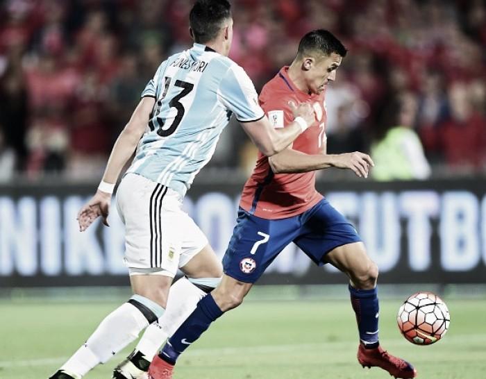 Finalistas da última edição, Argentina e Chile duelam na estreia da Copa América