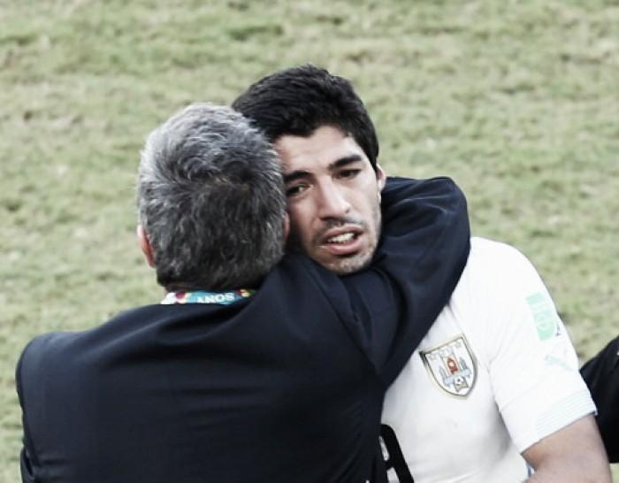 """Tabárez explica Suarez no banco: """"Não podemos botar um jogador não totalmente recuperado"""""""