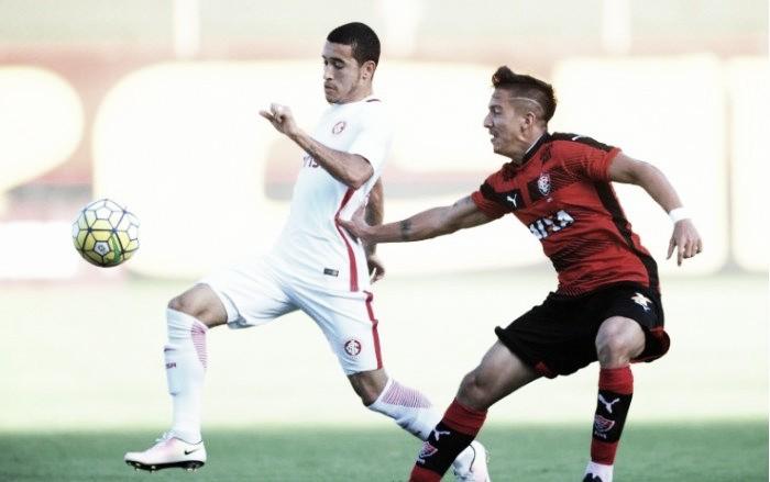 Vitória bate Internacional com gol de Marinho e sobe na tabela do Brasileiro