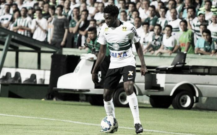 Grêmio acerta troca com Coritiba de volante Edinho por atacante Negueba