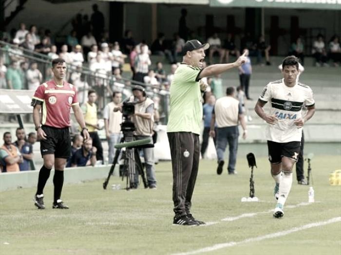 """Sandro Forner admite pressão, mas pondera: """"Temos que continuar trabalhando"""""""