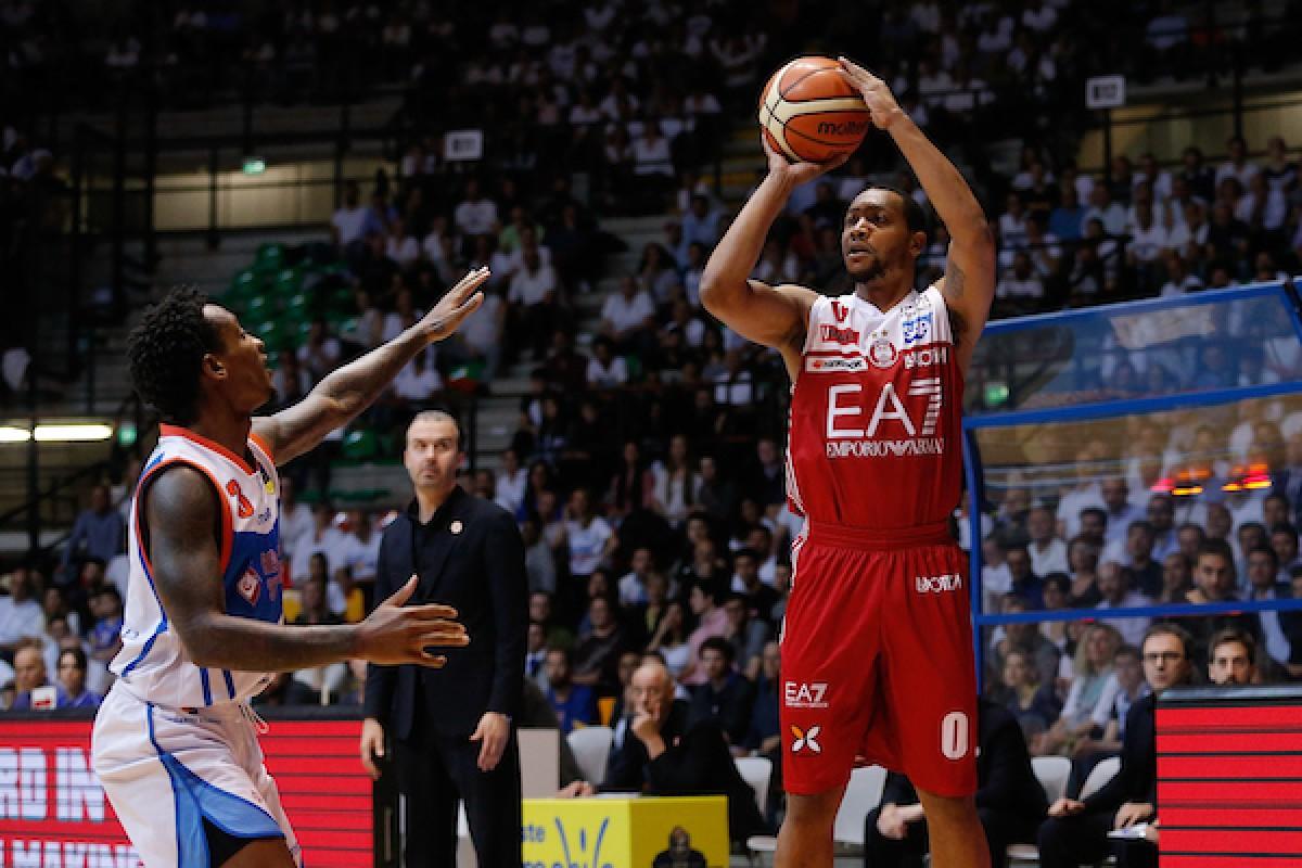LegaBasket Serie A, Playoffs - Milano resiste alla rimonta di Cantù e festeggia: è semifinale