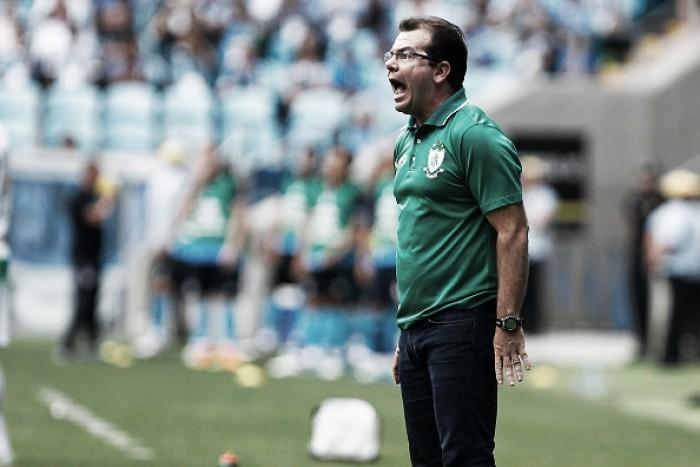 """Enderson Moreira critica queda de rendimento do América-MG e cobra vitória: """"Para ontem"""""""