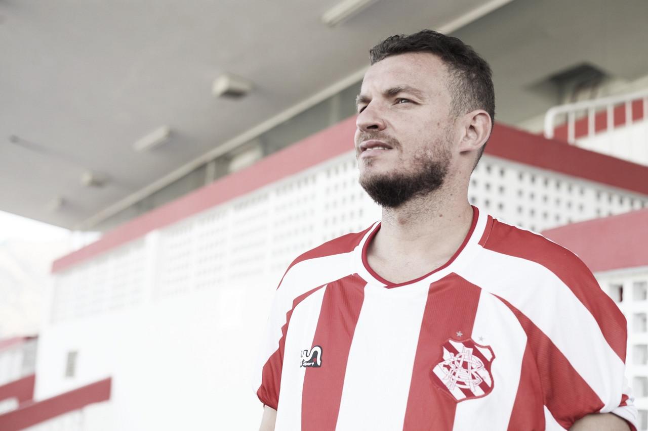 Ex-Corinthians, Vasco e Botafogo, experiente volante Marcelo Mattos é anunciado no Bangu
