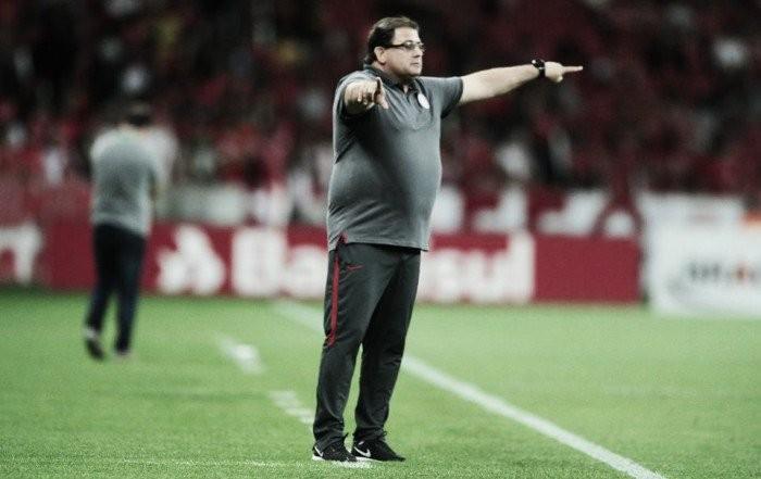 Após novo tropeço em casa, Internacional demite técnico Guto Ferreira