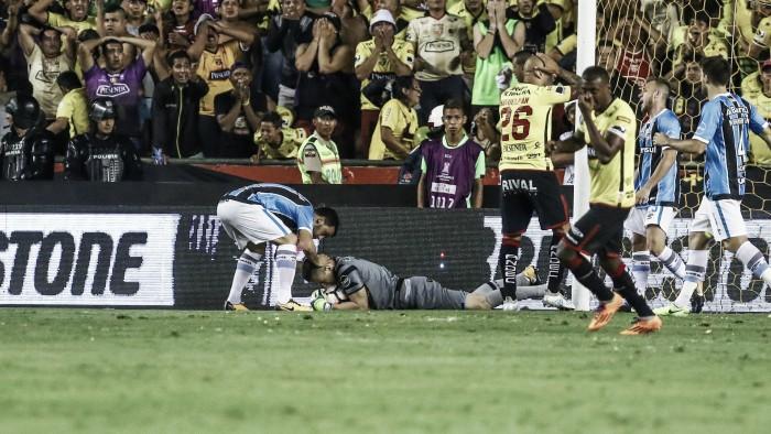 A defesa de Grohe para o Grêmio no Equador