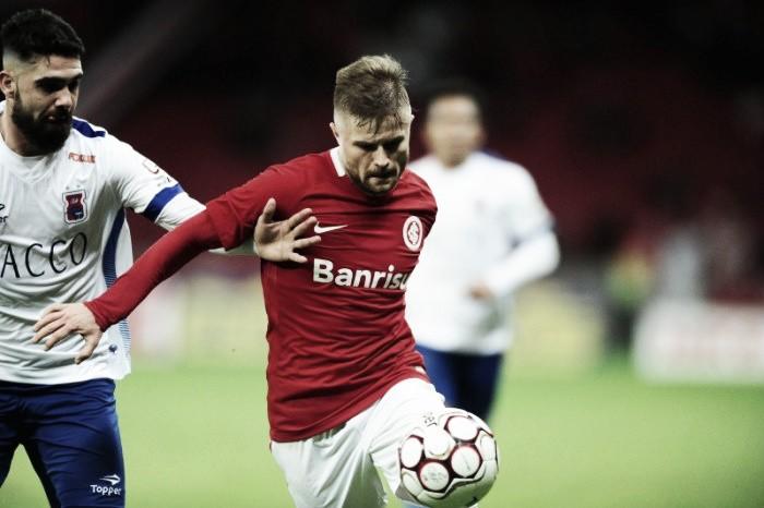 Lesão de Sasha gera dúvidas para Guto Ferreira escalar ataque do Inter