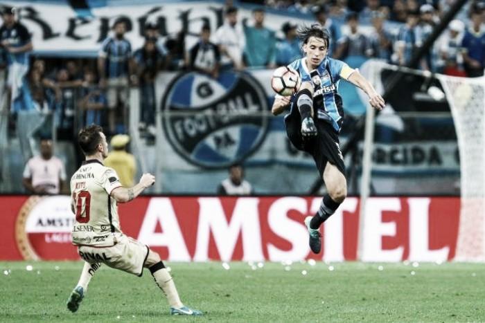 Geromel é terceiro zagueiro a almejar Libertadores como capitão do Grêmio