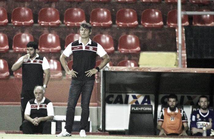 Adriano Teixeira lamenta primeiro tempo fraco, mas exalta etapa final diante do Figueirense