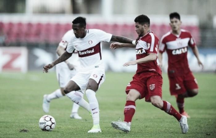 Jogadores do Internacional comentam empate com Vila Nova e vaias da torcida