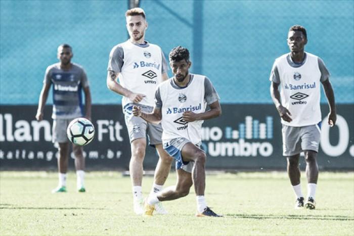 De volta: Léo Moura treina normalmente para substituir Edilson diante do Atlético-GO
