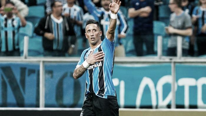 Após vice no Mundial, Lucas Barrios revela que não continua no Grêmio em 2018