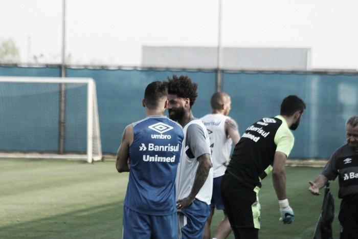Luan volta ao Grêmio antes de viagem; Barrios irá direto ao Rio
