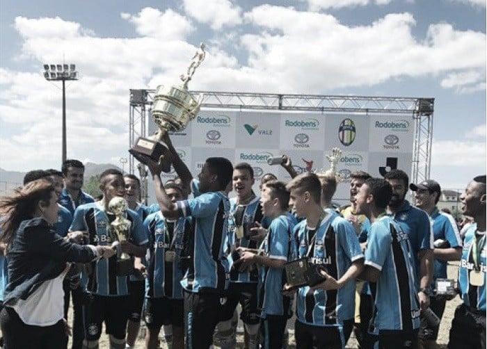Equipe sub-15 do Grêmio bate Flamengo e é campeã invicta da 20ª Copa da Amizade Brasil-Japão