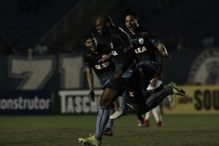 Londrina faz ataque funcionar e bate Brasil de Pelotas para voltar a vencer na Série B