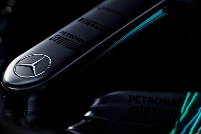 Mercedes divulga primeiras imagens do W08 na véspera da apresentação oficial