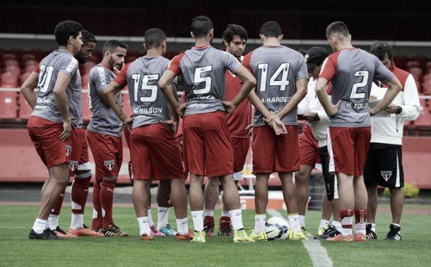 Em treino no Morumbi, Muricy tenta ajustar defesa do São Paulo