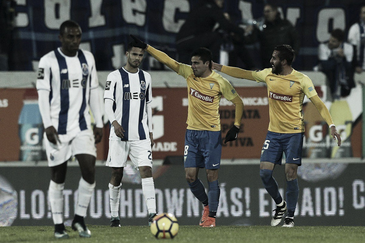 Após mais de um mês de interrupção, Porto vence Estoril de virada