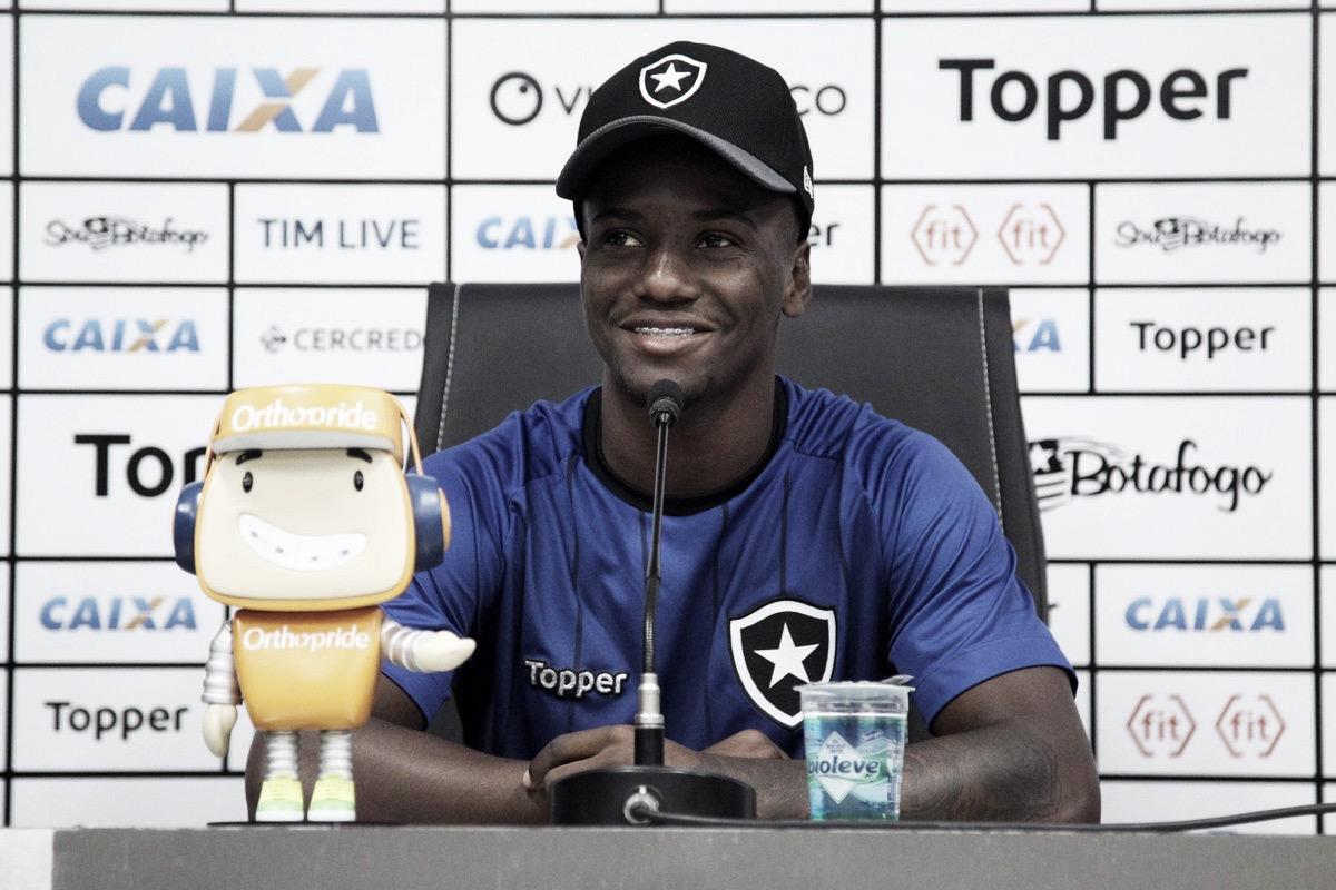 """Jonathan projeta duelo com o Sol de América e pede """"cabeça boa"""" para o Botafogo na Sul-Americana"""