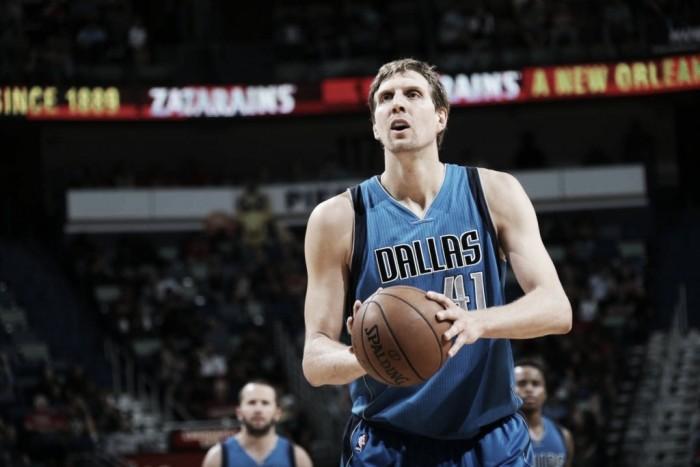 Dirk Nowitzki renova com Mavericks e jogará sua 20ª temporada pela franquia