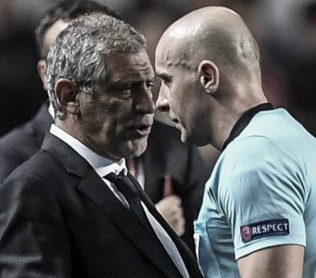 """Árbitro se desculpa a Fernando Santos e técnico rebate: """"Essa honestidade não me ajuda"""""""