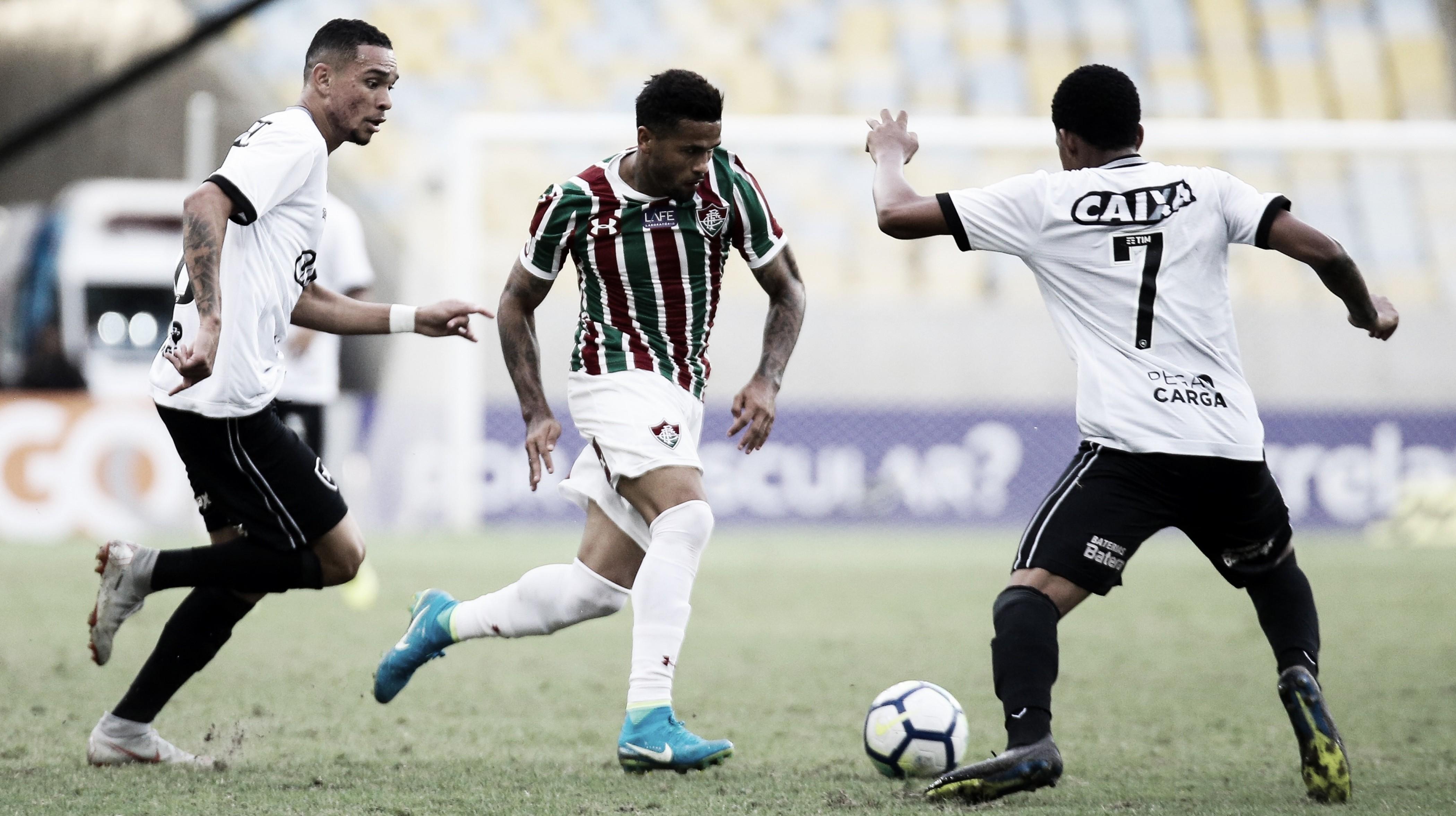 Digão marca, Rodolfo pega pênalti e Fluminense bate Botafogo no Maracanã
