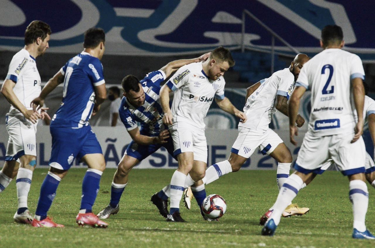 CSA e Avaí criam pouco e ficam no empate em Maceió pela Série B