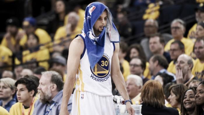 Stephen Curry deve passar por cirurgia após as finais da NBA, diz site