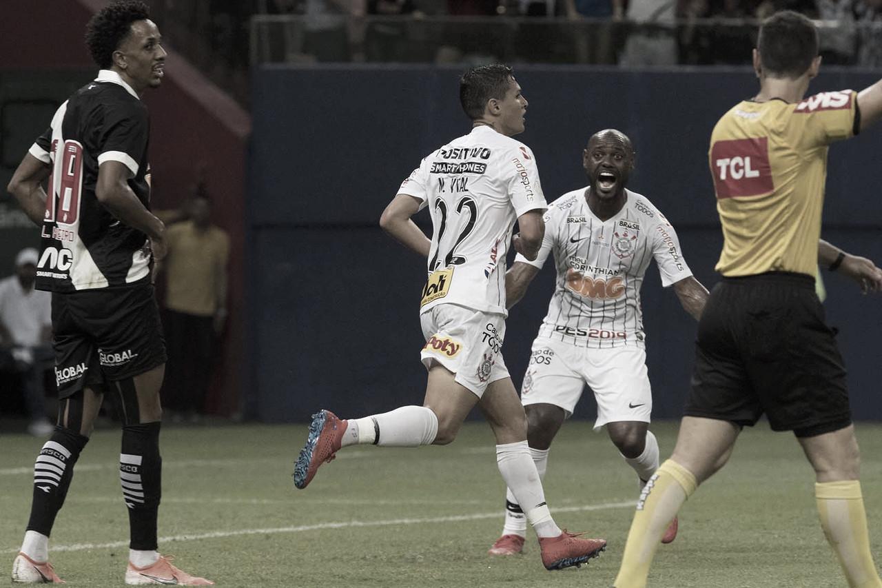 Com direito a lei do ex, Corinthians empata com Vasco em Manaus