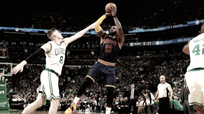 NBA Playoffs: magnificente LeBron, Cleveland straripante. Cancellata Boston 130-86