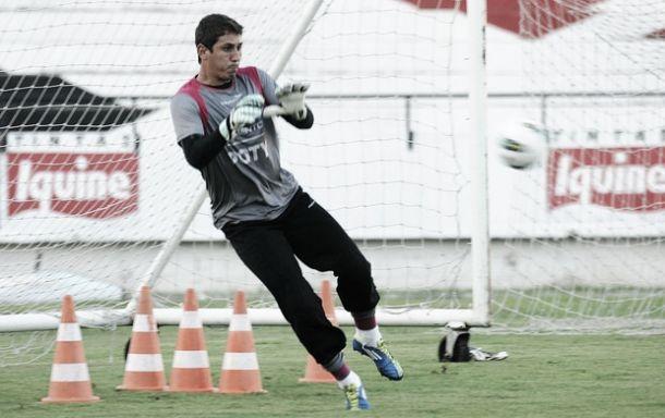 Goleiro Diego Lima e zagueiro Vagner não terão seus contratos renovados no Santa Cruz