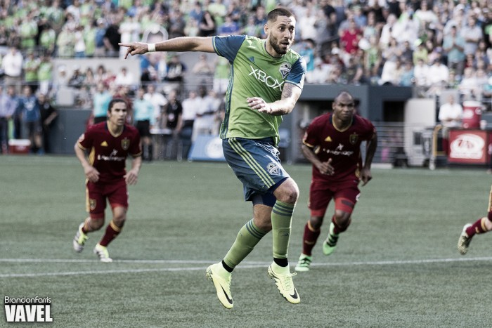 Dempsey out for Timbers match, has irregular heartbeat