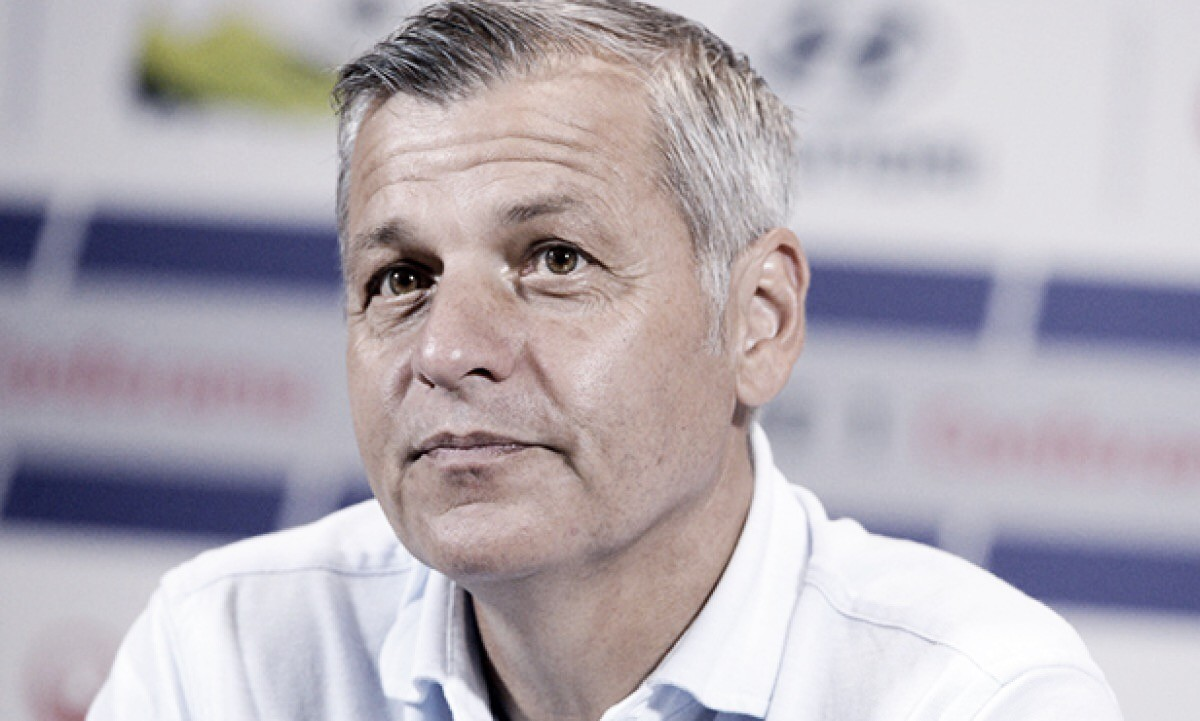 """Bruno Genésio elogia Lyon apesar de derrota contra Remis: """"Fizemos o jogo que esperávamos"""""""