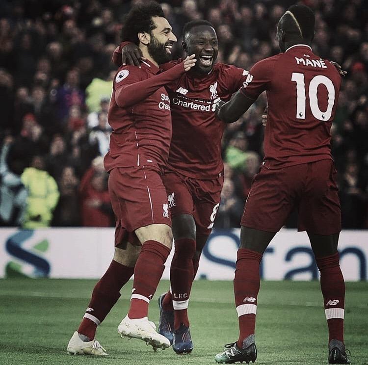 Liverpool passeia pelo Huddersfield e conquista liderança provisória da Premier League