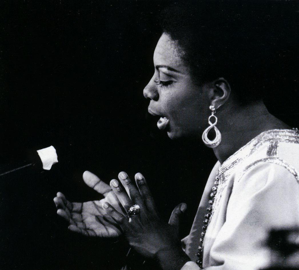 Nina Simone durante una actuación