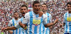 El Pescara solventa los problemas para estrenarse en Bolonia