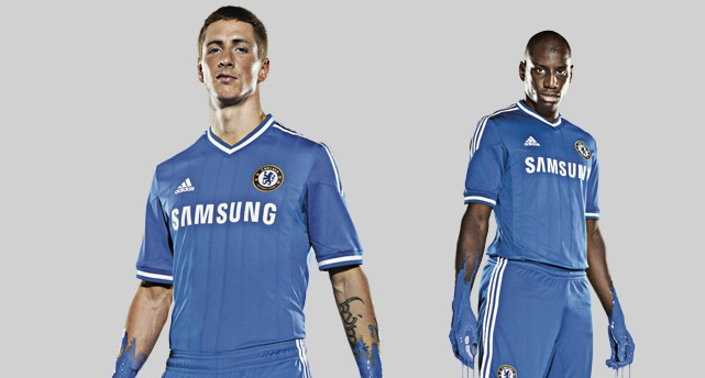 Chelsea anuncia oficialmente o novo uniforme para a temporada 2013/2014
