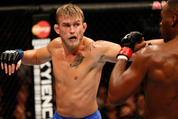 """All Complaints Aside """"DC"""" Meets """"The Mauler"""" For The UFC Light Heavyweight Title"""