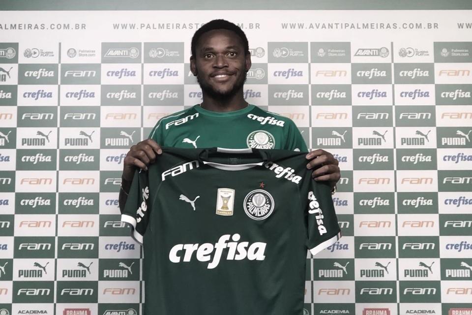 """Luiz Adriano é apresentado no Palmeiras e rasga elogios a Felipão: """"É um grande treinador"""""""