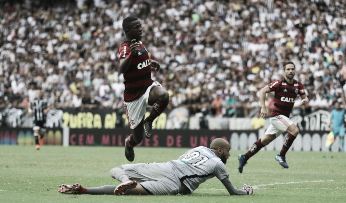Vinicius Junior marca duas vezes, Flamengo vence Ceará e ameniza pressão