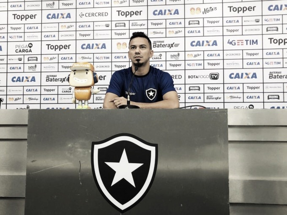 """Rodrigo Lindoso projeta duelo contra Ceará, lanterna do campeonato: """"Não será mais fácil"""""""